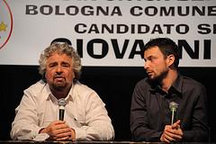 Beppe Grillo con Giovanni Favia durante la campagna elettorale per le amministrative Bologna 2009